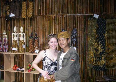 Ich und Meine Frau Heike suchen nach Bambus Handarbeiten im Januar 2008 (Bandung - WestJava, Indonesien)