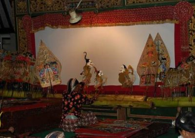 Aufführung eines traditionellen Schattenspiels in Yogyakarta, Java im März 2009